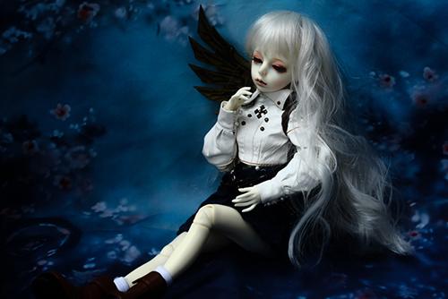 機械の翼を持つ少女、DOLLZONE・GillのAnne(アンヌ)。夜の暗がりで、明るく撮ったり、暗く撮ったり、試行錯誤。