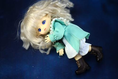 Brownie・ポケットフェアリーのMomoちゃん、セーラースタイルのお洋服にお着替えです。