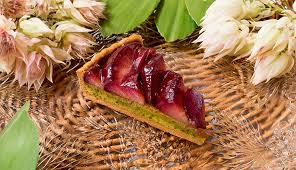 赤い桃とピスタチオのタルト2