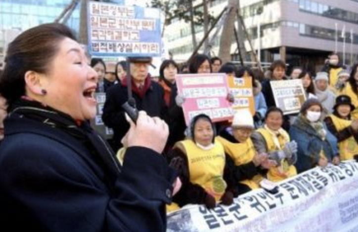 岡崎トミ子の反日デモ参加
