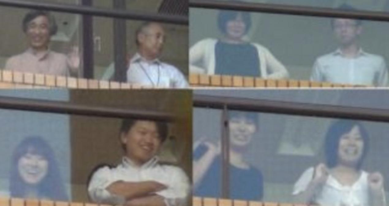 窓からあざ笑う朝日新聞