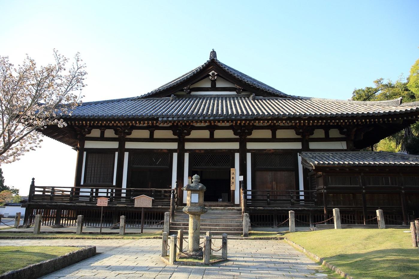 ブログ 法華堂(秘められた多くの像を安置、三月堂) .jpg