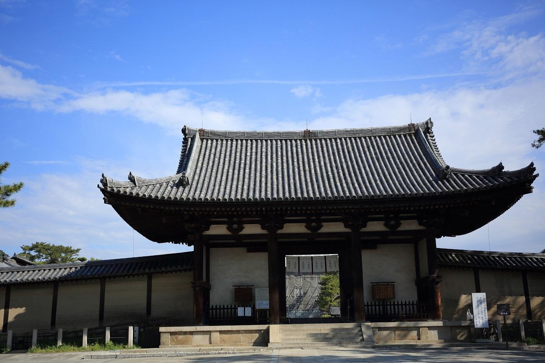 ブログ 法隆寺の南大門.jpg