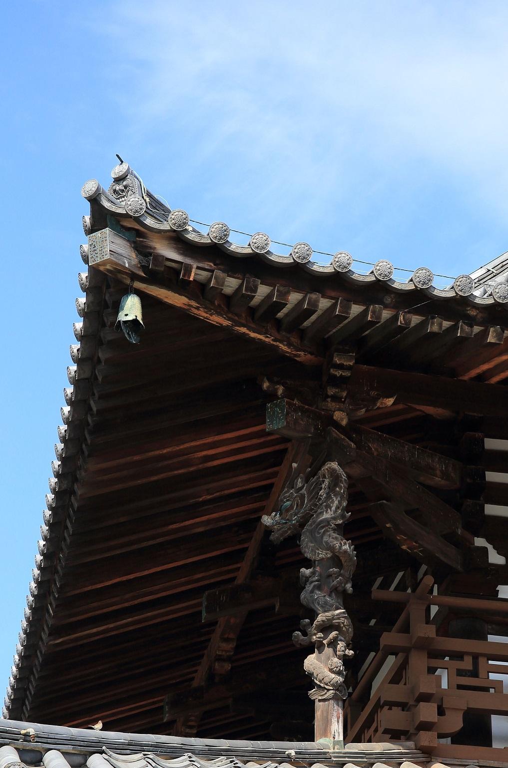 ブログ 法隆寺の金堂 上り龍.jpg