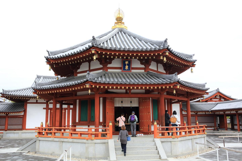 ブログ 薬師寺 玄奘塔  三蔵法師の一種の舎利殿の様なもの.jpg