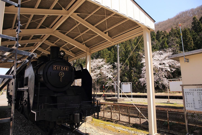 ブログ 柳津駅の蒸気機関車.jpg