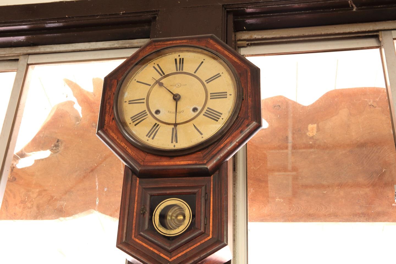 ブログ 柳津駅舎内の柱時計.jpg