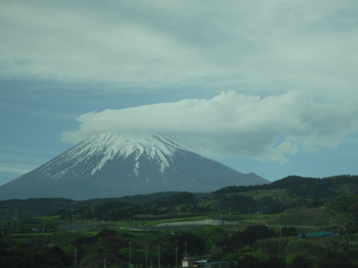 ブログ 傘雲崩れを被った富士山です.jpg