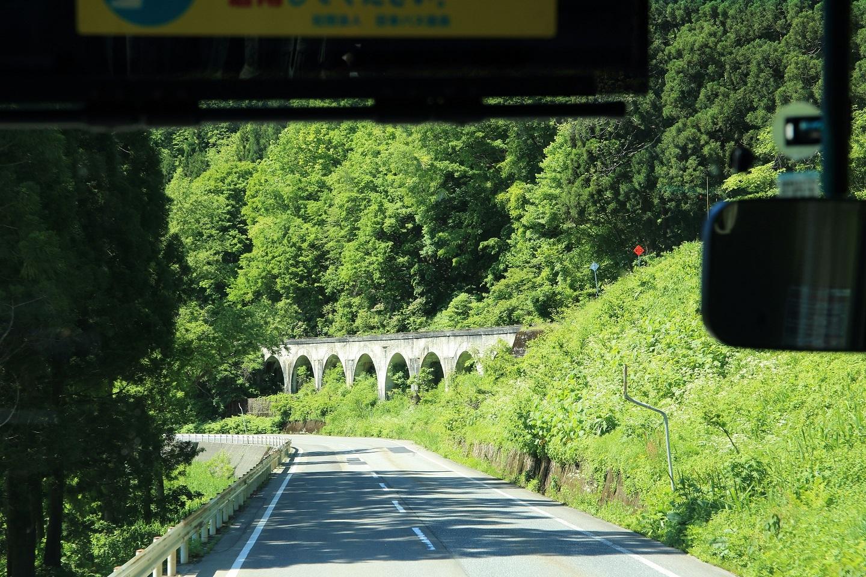 ブログ この上を通り行く只見線の列車を想像しましたよ.jpg