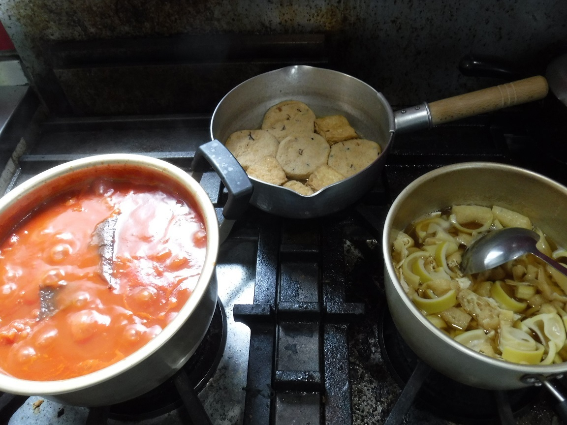 ブログ トマトソース作り、タケノコの煮物.jpg
