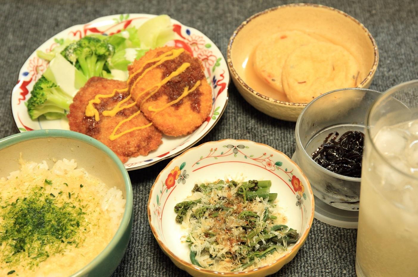 ブログ  夕食にご飯を食べる とろろ.jpg