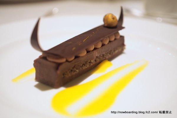 クルーズ女子旅のフォーマルナイトのメインダイニングのディナー・夕食 チョコレートジャーニー