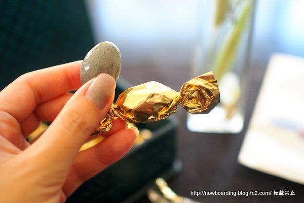 サロンドロワイヤル食べ比べ 黒ごまアーモンドチョコレート