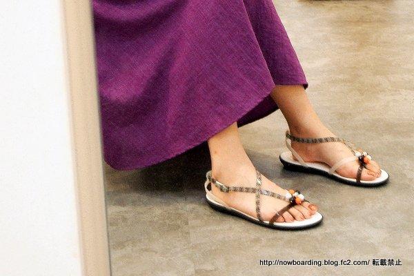 Drew Barrymore Crocs Isabella Gladiator Sandalsicon(ドリュー × クロックス イザベラ グラディエーター サンダル)着用画像