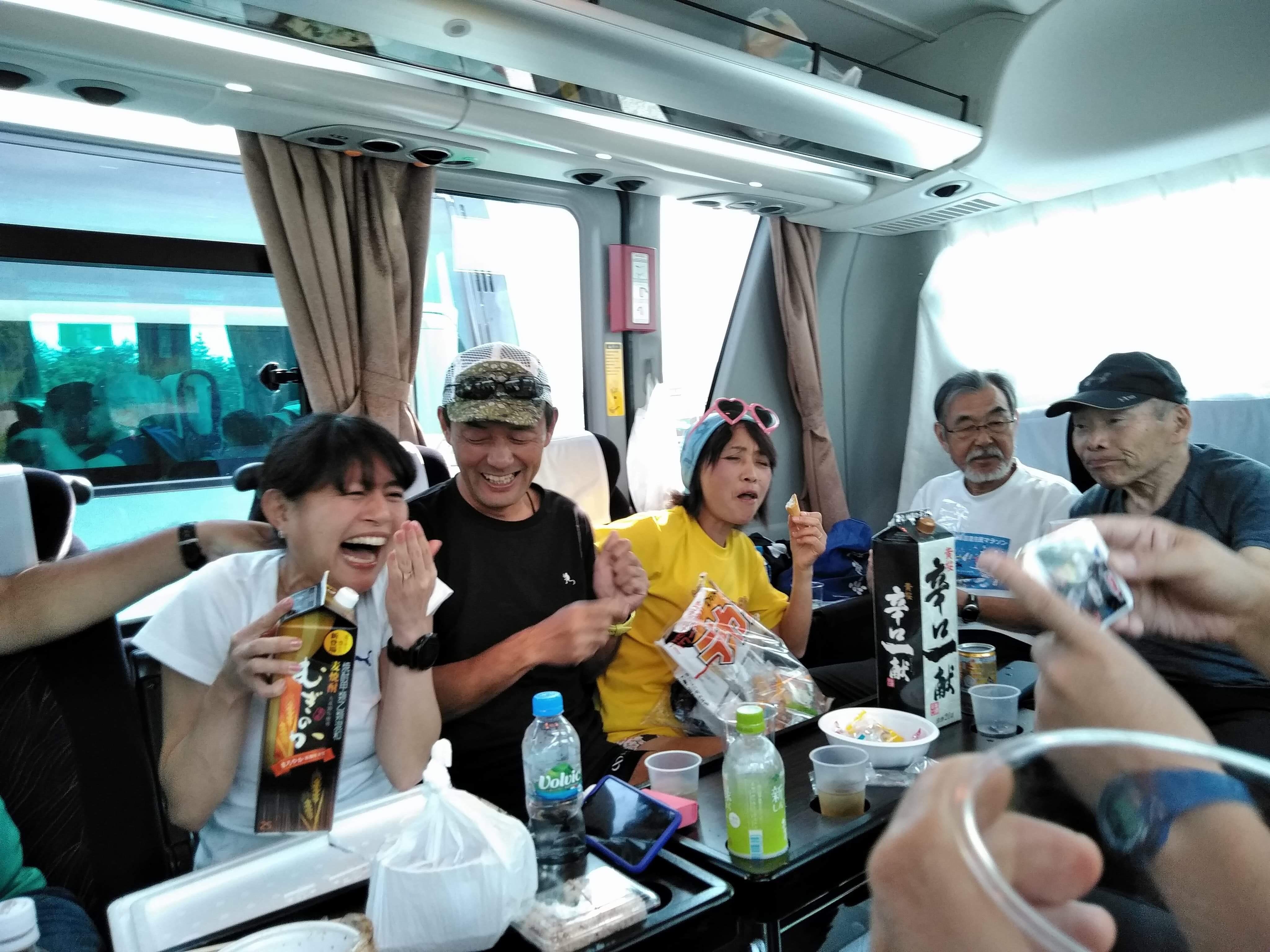 バス宴会1