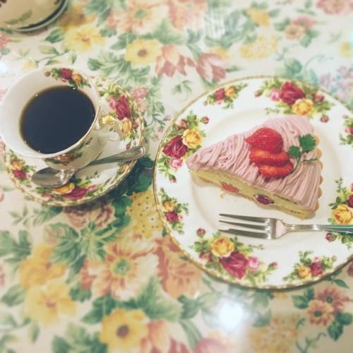 いちごのモンブランと珈琲のケーキセット