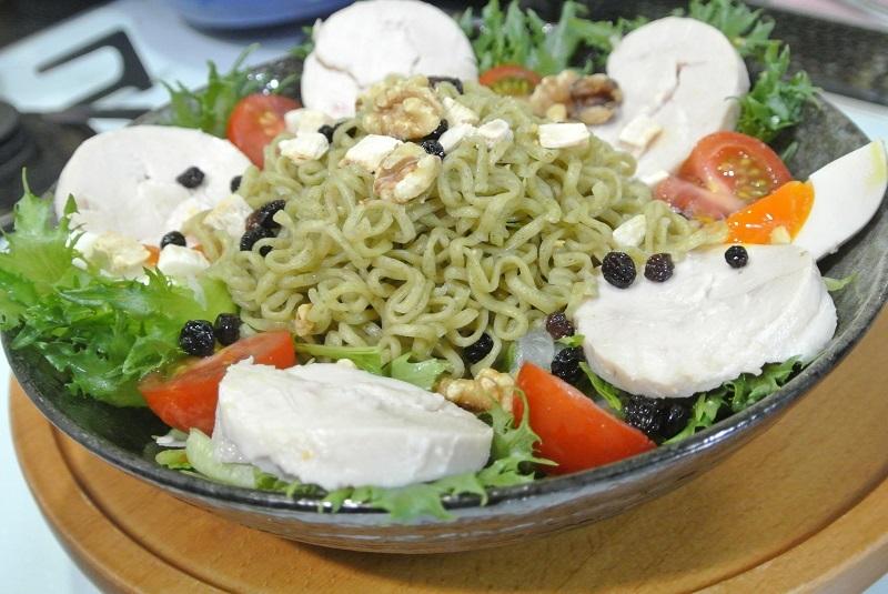 とりハムとモロヘイヤ麺のサラダ