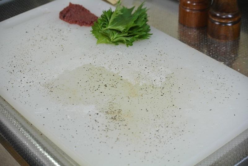 大葉と梅肉のトビウオフライ1