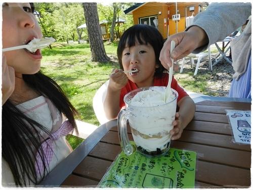 旭山公園ギガ盛りパフェ
