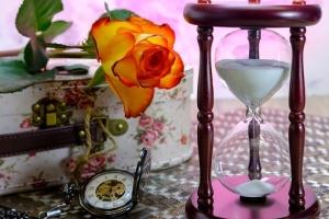 hourglass-3197635__340.jpg