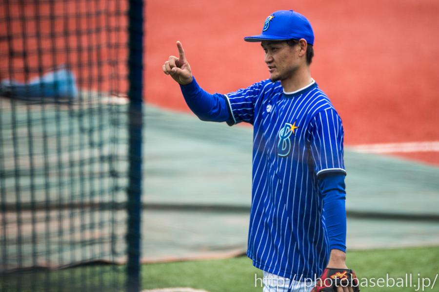 キャッチボールをする前田大和