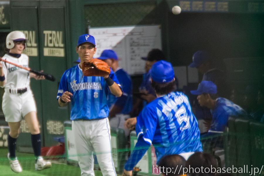 キャッチボールをする神里和毅と倉本寿彦