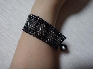 ビーズ編み腕輪