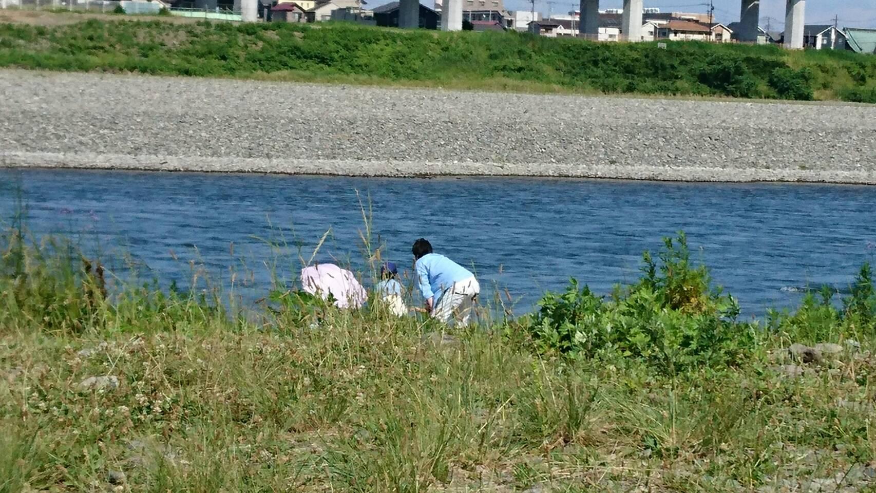 ジュージューボーイもって河原でバーベキュー