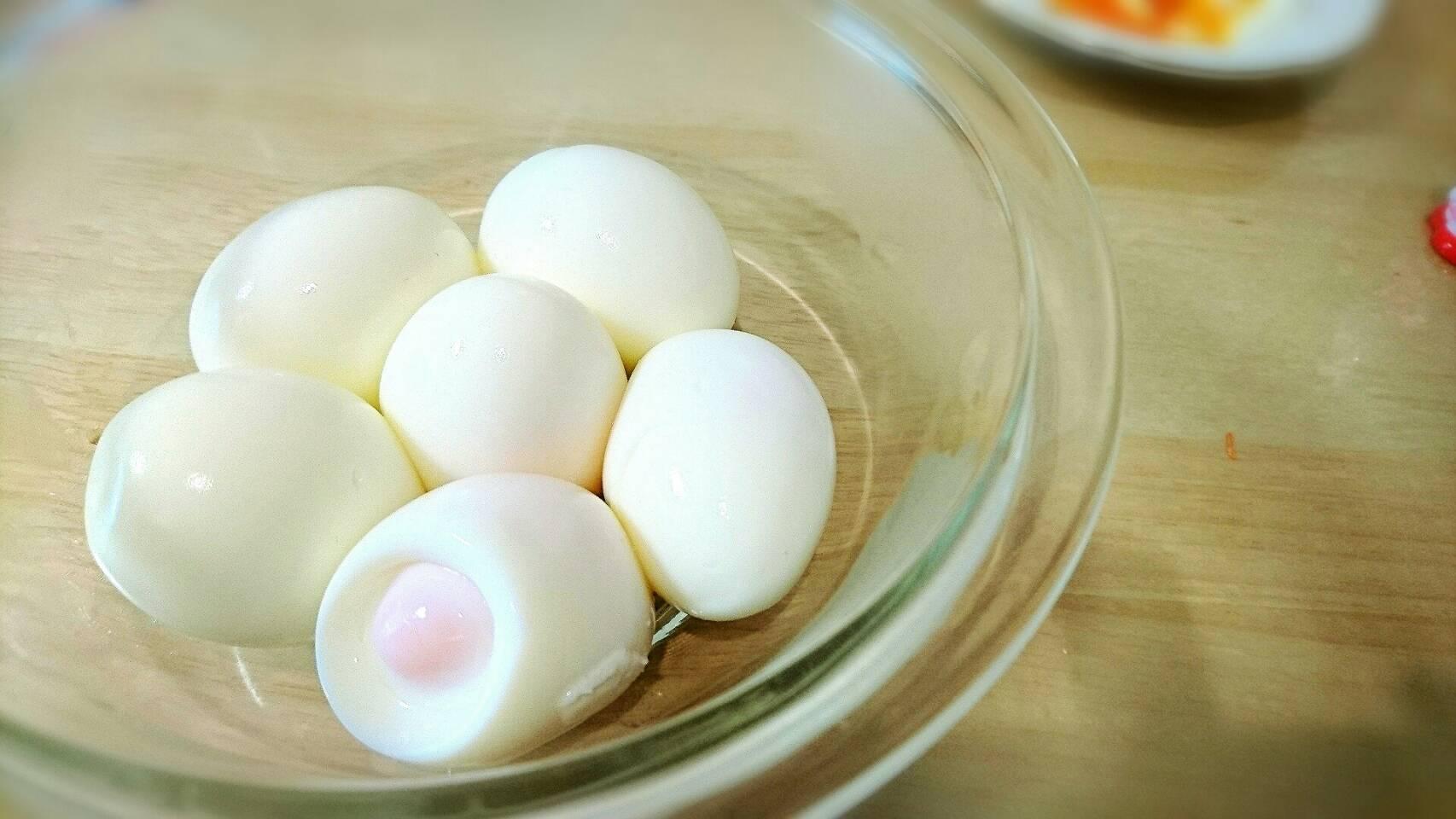 茹で卵の殻を簡単に剥く方法