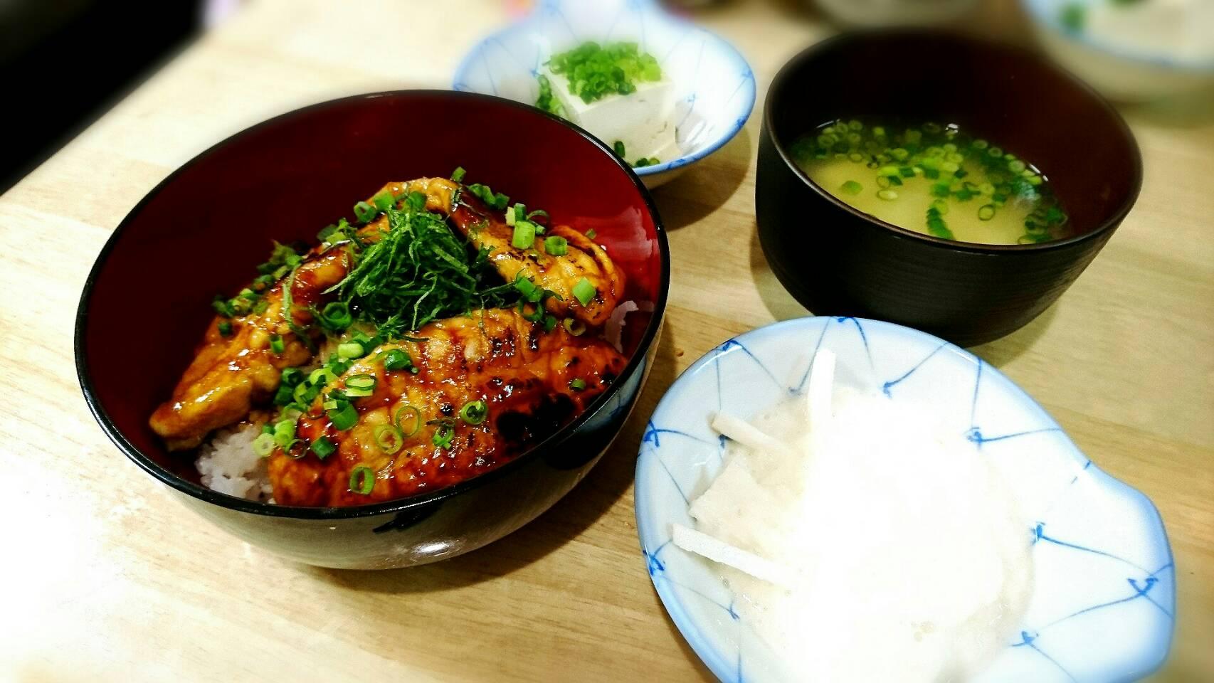 鶏ささみの蒲トロ丼