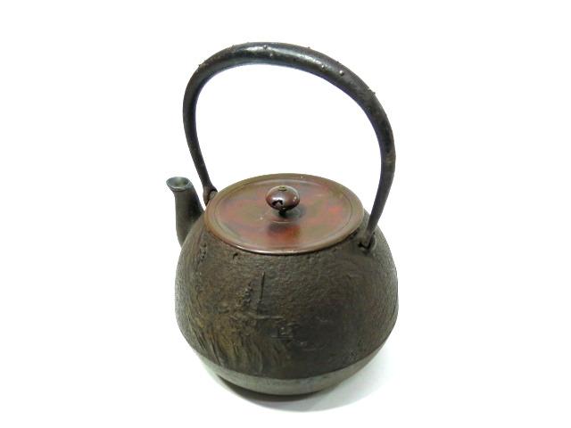 正寿堂造 斑紫銅蓋 銀巻口 盛上 山水楼閣図 銀粒 提手 鉄瓶