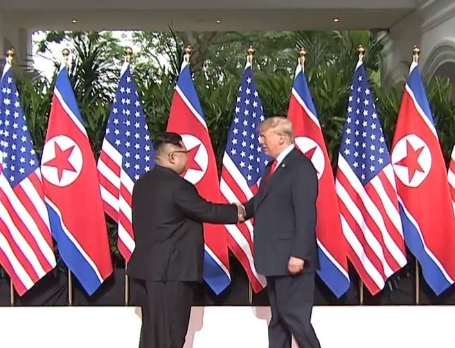 903-am-president-trump-and-kim-jong-un-shake-hands-for-the-first-time-w1280_png.jpg