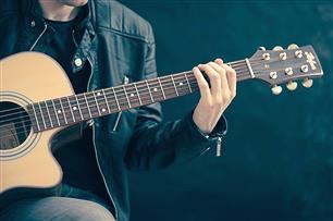 「ギター」をやってみたいんだけど、やっぱ値段が高いのと安いのじゃ音は違うんですか?