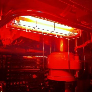 夜は赤い照明