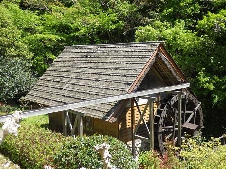 水車小屋杉皮屋根