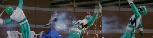 戦隊ヒーロー、ギンガグリーンがピンチ!石化していくやられ場面
