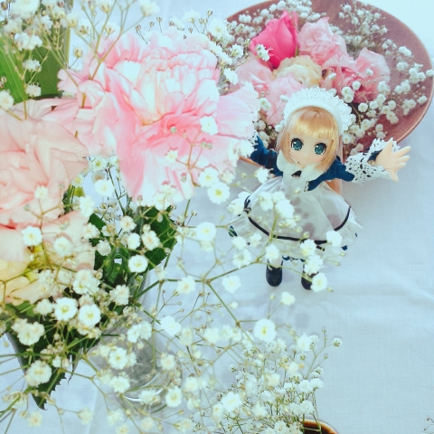 2018-05-12-花を見上げるエルノ