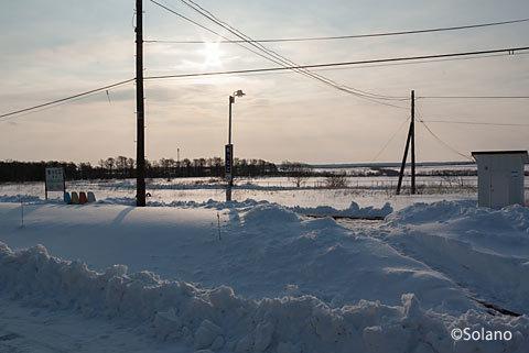 雪に包まれたJR北海道・根室本線(花咲線)の厚床駅