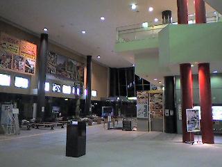 急行はまなす下車、深夜のJR函館駅