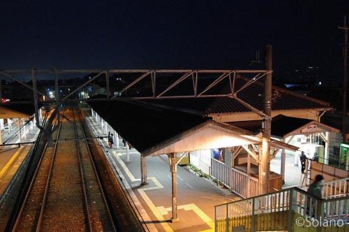 JR西日本・和歌山線・高野口駅、夜の風景
