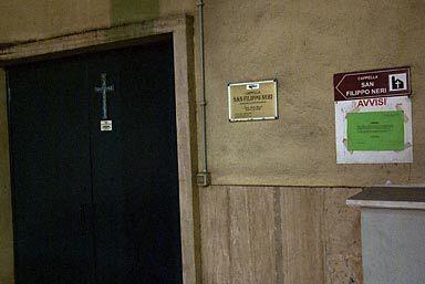 ローマ・ピラミデ駅構内教会の出入口