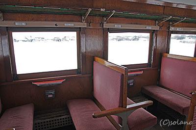 津軽鉄道ストーブ列車、オハフ33の座席