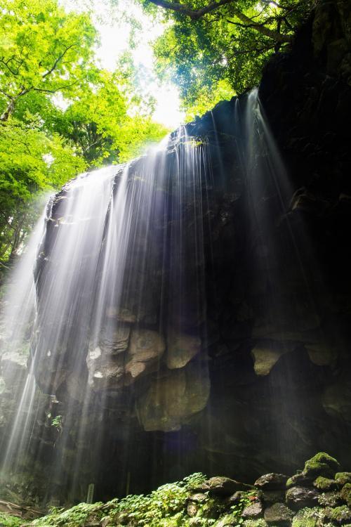 滝と緑と木漏れ日·ぱくたそPAKUTASO500px