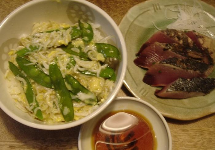きぬさやと釜上げしらすの卵とじ丼
