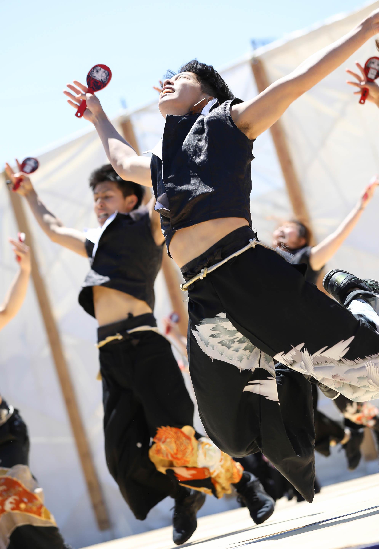 襲雷舞踊団.jpg