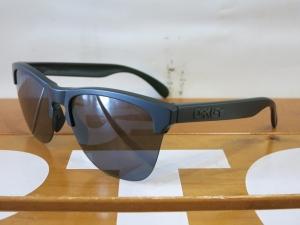 Oakley18FrogskinsLite9