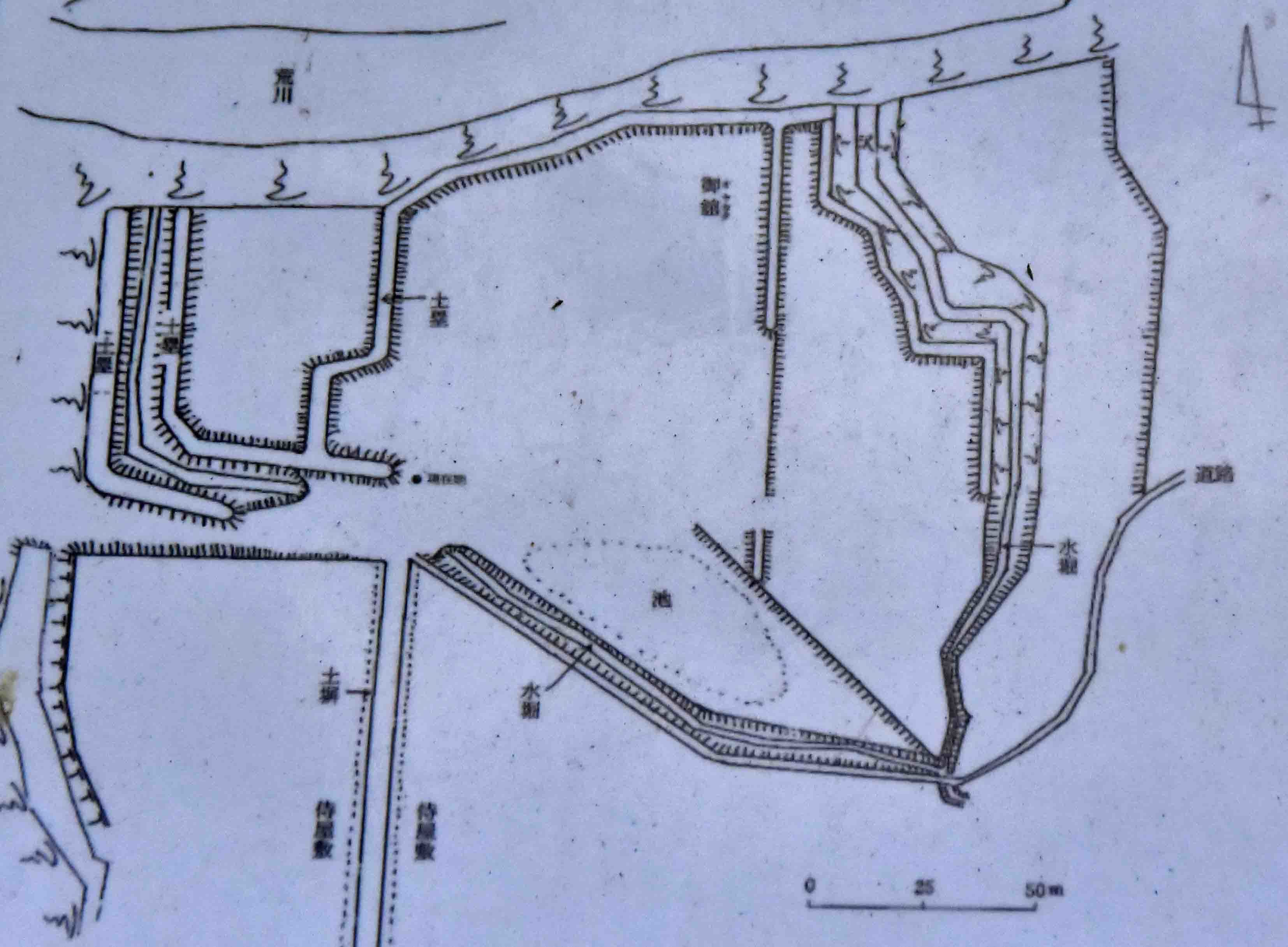 _DSC0854現地説明板の縄張り図