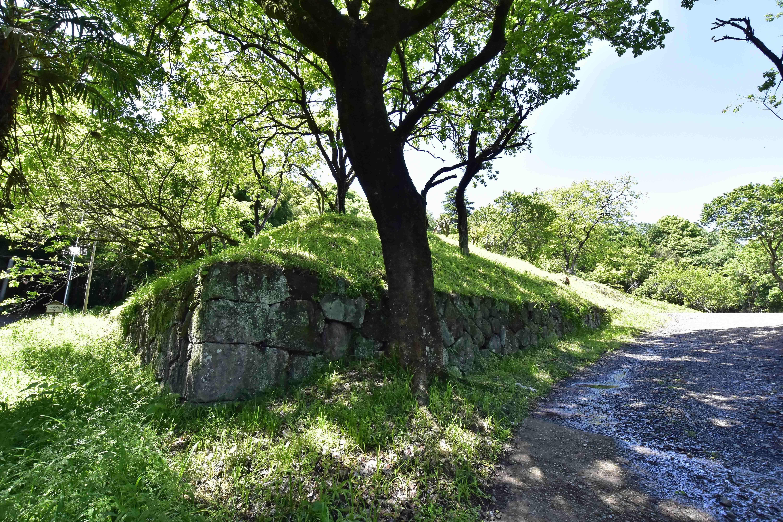 三ノ丸に残る石垣