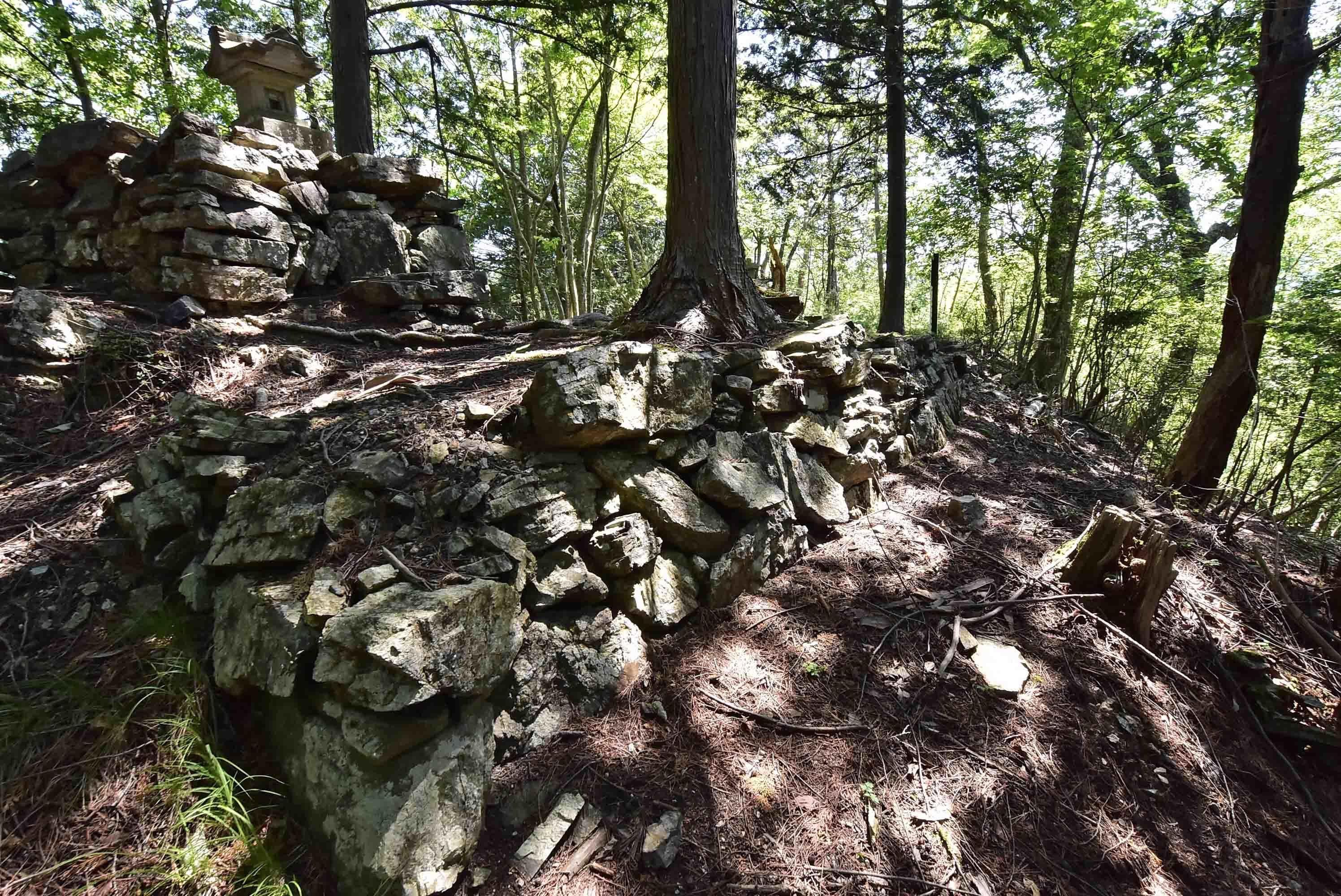 蓬山城 主郭の石積?