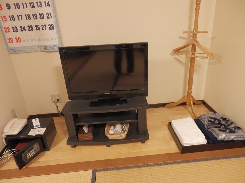 液晶テレビ、金庫、他